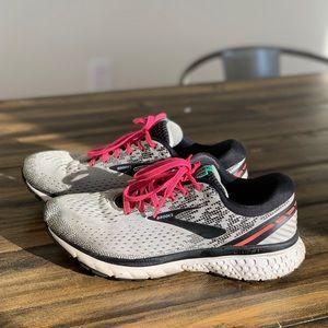 Brooks Ghost 11 - running walking sneaker